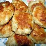 Быстро готовить, мало калорий, очень вкусные и сочные котлетки, в фарш не добавляется ни хлеб, ни лук.