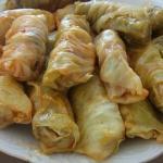Голубцы домашние.  Домашние голубцы из пекинской капусты получаются очень нежными и вкусными, особенно со сметанкой и свежей зеленью.