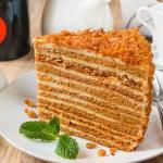 """Медовик """"Ателье"""".   Данный медовик затмил собой все варианты этого торта, которые были приготовлены раньше."""
