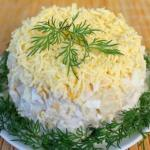 Салат из курицы с ананасами (классический).