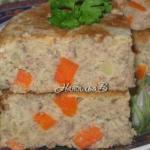 Детское меню - картофельная запеканка с печенью и морковью.