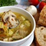 Гречневый суп с грибами и картофельными клёцками.