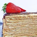 Торт микадо.   Торт с тоненькими сметанными коржами и невероятно вкусным кремом с вареной сгущенкой и шоколадным заварным кремом.