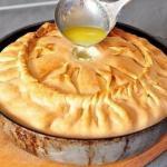 Пирог с картофелем и мясом.