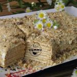 Торт из печенья без выпечки со сметаной.