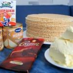 Вафельный торт со сгущенкой и шоколадом.