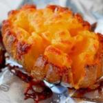 Интересный рецепт запеченной картошки с золотистой корочкой.