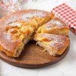 Нежный яблочный пирог.
