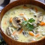 Сливочный суп с рисом и грибами.