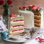 Миндальный торт с клубникой.