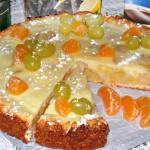 Заливной творожно - яблочно - виноградный пирог получается очень - очень вкусный, нежной начинкой.