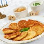 Латкес (драники картофельные).