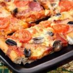 Мясная пицца.  Ингредиенты: