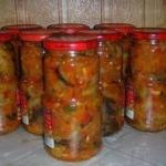 """Салат """"Десятка"""".  Одна из самых популярных заготовок на зиму в России из-за простоты приготовления и доступности продуктов."""