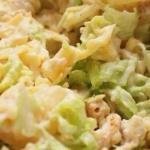 Салат из китайской капусты, курицы и ананаса.