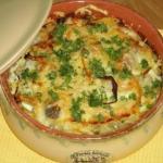 Рыба с картофелем, запеченные в мультиварке под майонезом и сыром.
