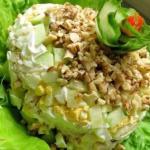 """Салат """"Ева"""".  Состав: отварная куриная грудка, 1 зеленое яблоко, 100 гр."""