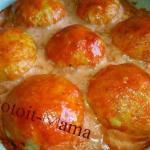 Куриные бомбочки с картофелем под томатным соусом.