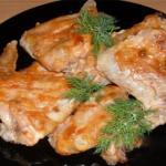 Куриные крылышки запечённые в духовке, маринованные в майонезе и чесноке.