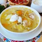 Суп с квашеной капустой и курицей.