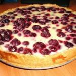 Нежный заливной пирог с ягодами.