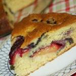 Рецепт творожного пирога со сливами.