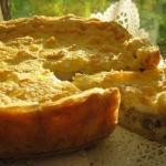 Безумно вкусно - нежный пирог с курицей, грибами и сырной корочкой.