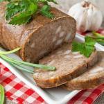 Домашняя печеночная колбаса - это очень просто и невероятно вкусно.