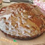 Шоколадный пирог с изюмом.