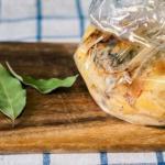 Запеченная картошка с грибами и сметаной.