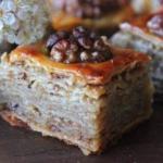 Пахлава.  Пахлава.  Нежное тесто, ореховая начинка и насыщенный медовый вкус.