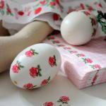 Декупаж пасхальных яиц на яичном белке.