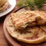 Хачапури с творогом на сковороде.