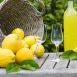 """Домашний ликер """"Лимончелло"""" лимонный."""