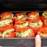 Фаршированные помидоры.  10-12 Спелых помидоров, 300 г мясного фарша, 2 луковицы, 3 зубка чеснока, 350 г грибов, 150-200 г тертого сыра, 1 ст.