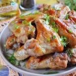 Куриные крылышки в медово - чесночном маринаде.